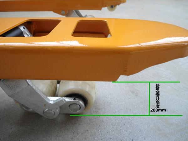 2吨手动液压叉车一站式厂家供应地牛多少钱--河北东圣吊索具制造有限公司--小型搅拌机 石材夹具 液压堆高车 手动叉车