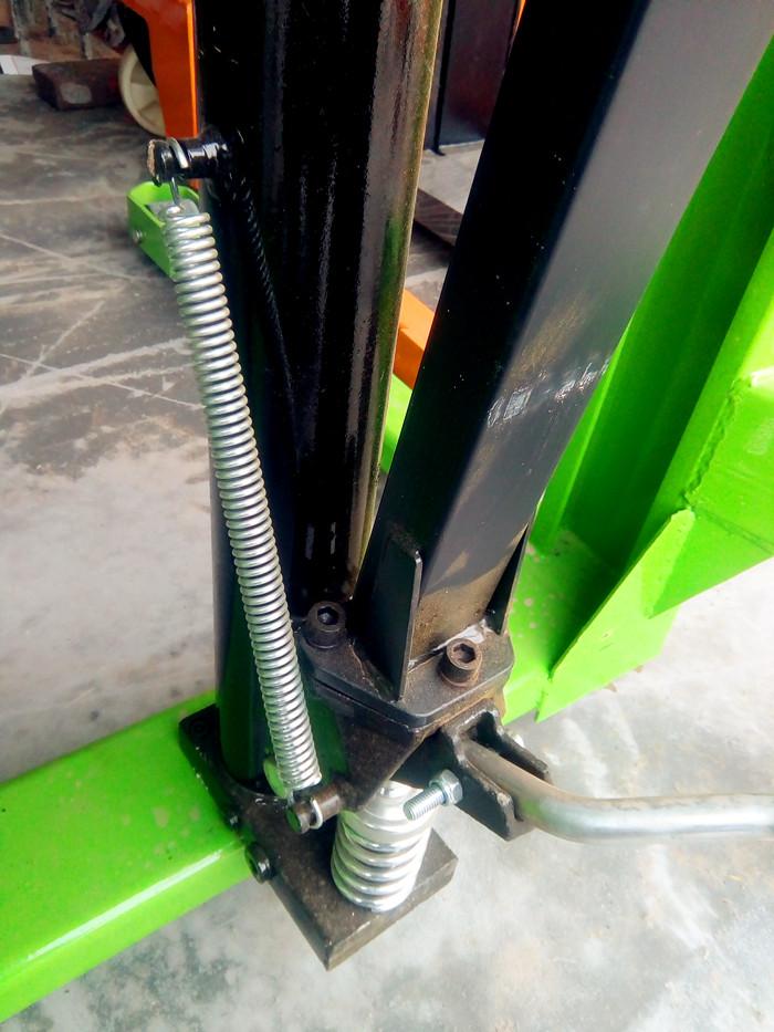 液压堆高车压力弹簧--河北东圣吊索具制造有限公司