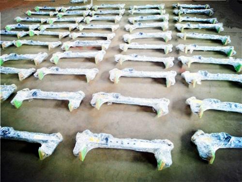 F型石材夹具大全打包完成待出口产品展示--河北东圣吊索具制造有限公司--小型搅拌机|石材夹具|液压堆高车|手动叉车