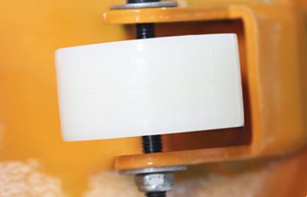 手动叉车图片展示手动叉车行走轮--河北东圣吊索具制造有限公司--手动叉车 液压堆高车 小型搅拌机 石材夹具