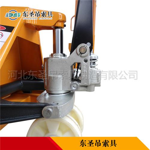 地牛搬运叉车液压泵细节--河北东圣吊索具制造有限公司--手动叉车|液压堆高车|小型搅拌机|石材夹具