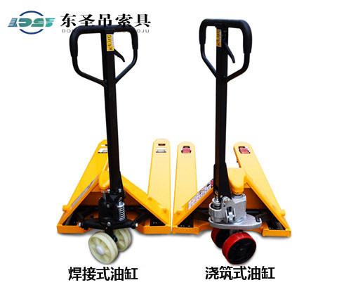 手推式叉车行走对比--河北东圣吊索具制造有限公司--手动叉车|液压堆高车|石材夹具|小型搅拌机
