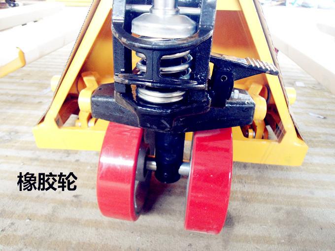 手摇液压式叉车橡胶行走轮--河北东圣吊索具制造有限公司--手动叉车|液压堆高车|石材夹具|小型搅拌机