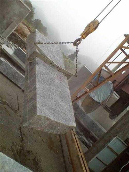 F型链条石材吊夹使用现场--河北东圣吊索具制造有限公司