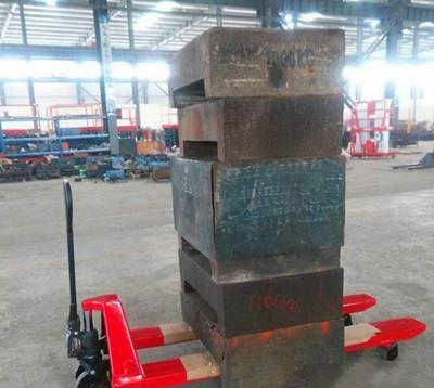 手动液压叉车使用图片--河北东圣吊索具制造有限公司--手动叉车|液压堆高车|石材夹具|小型搅拌机