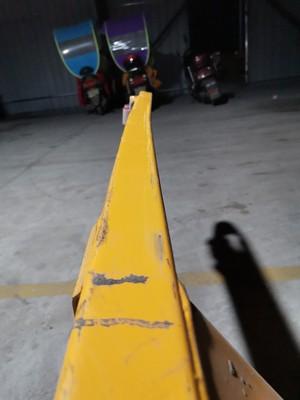 1吨地牛叉车货叉严重弯曲--河北东圣吊索具制造有限公司--手动叉车|液压堆高车|小型搅拌机|石材夹具
