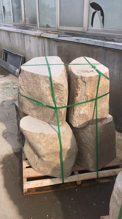 2吨液压堆高车需要搬运的石凳子--河北东圣吊索具制造有限公司--液压堆高车|手动叉车|小型搅拌机|石材夹具