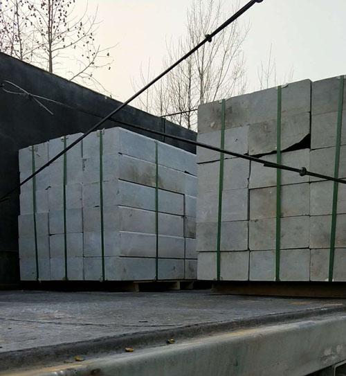 3吨液压堆高车装车现场--河北东圣吊索具制造有限公司--液压堆高车|手动叉车|小型搅拌机|石材夹具