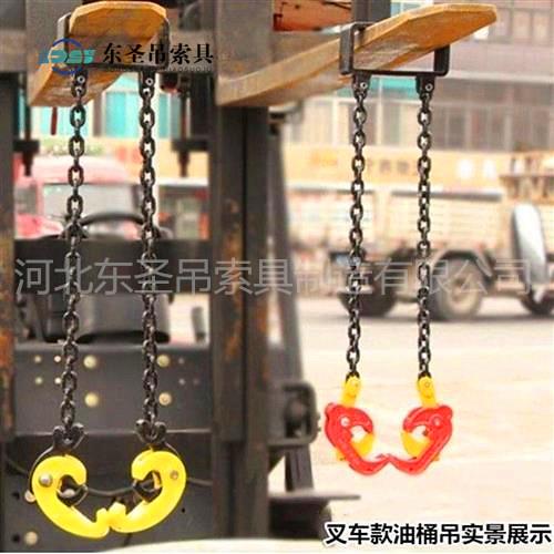 液压堆高车与链条吊装夹钳配合使用---河北东圣吊索具制造有限公司--石材夹具|液压堆高车|手动叉车|小型搅拌机
